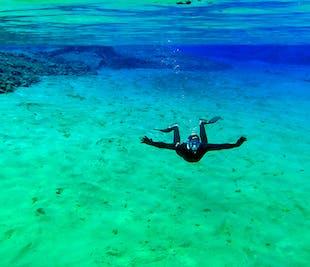 Snorkeling à Silfra en combinaison de plongée humide