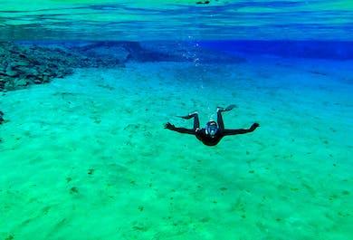 Wetsuit-Schnorcheln in Silfra   zwischen den Kontinenten