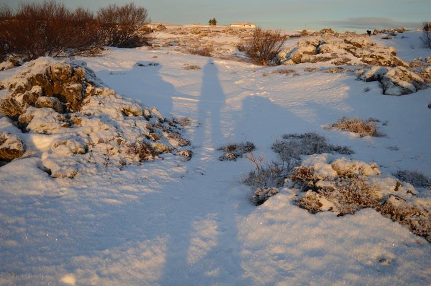 12月のアイスランドの午後2時の影