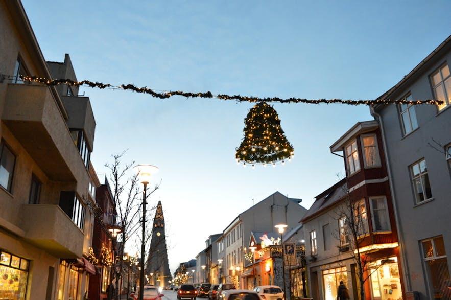 クリスマスの飾りがかわいいレイキャビクのダウンタウン