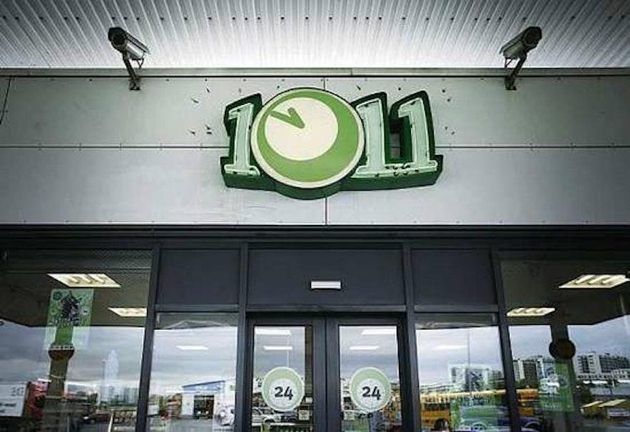10-11 на каждом углу, но в Исландии есть множество магазинов поменьше с ценами почестнее.