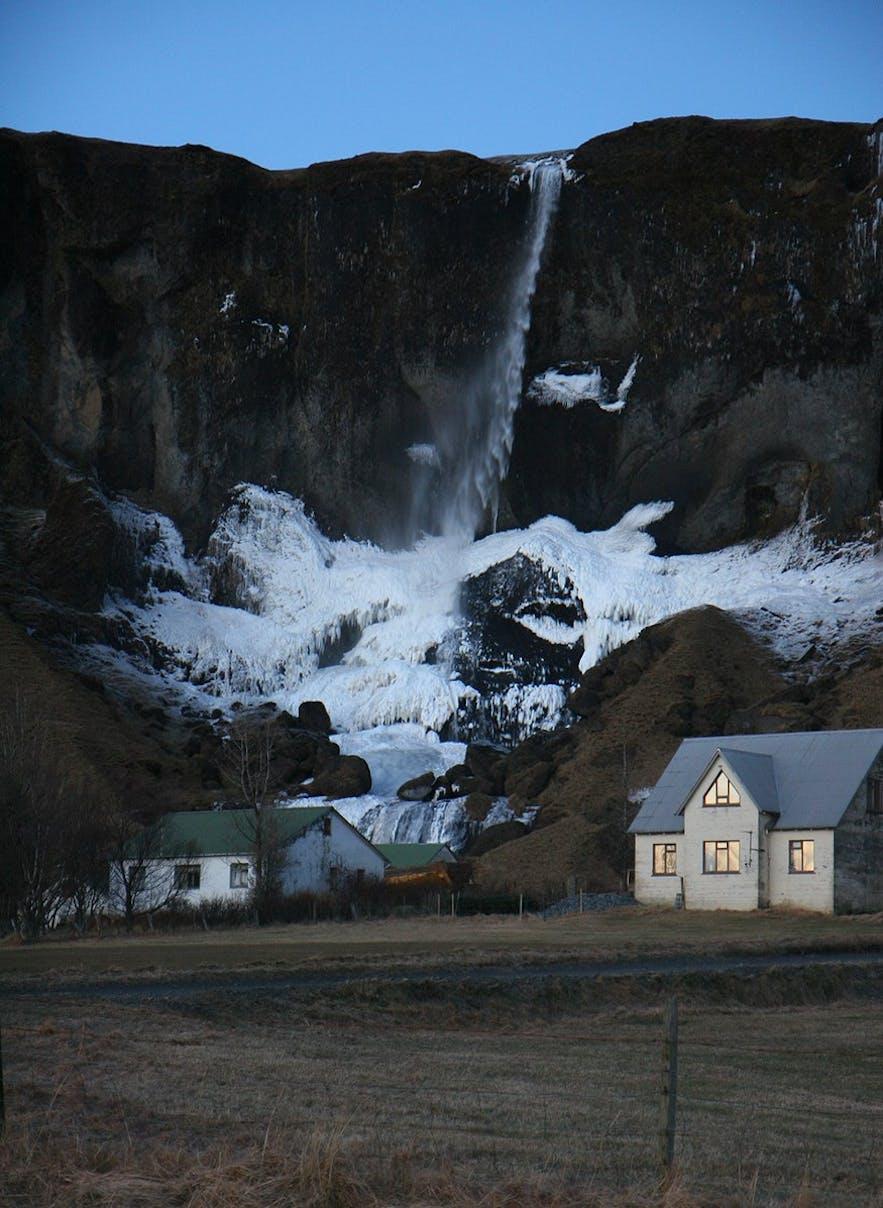 The beautiful Fóss á Síðu by night