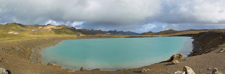 Grænavatn湖位于冰岛西南部的雷克雅内斯半岛