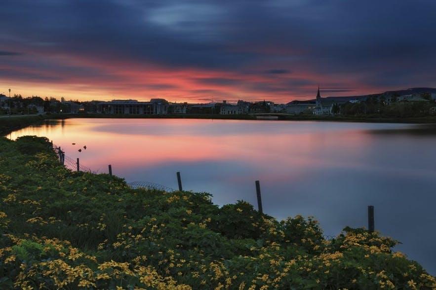 托宁湖畔的Hljómskálagarðurinn公园是冰岛首都雷克雅未克的地标景点之一