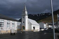 Hornbrekkuvegur,_Ólafsfjörður,_Iceland_-_panoramio.jpg