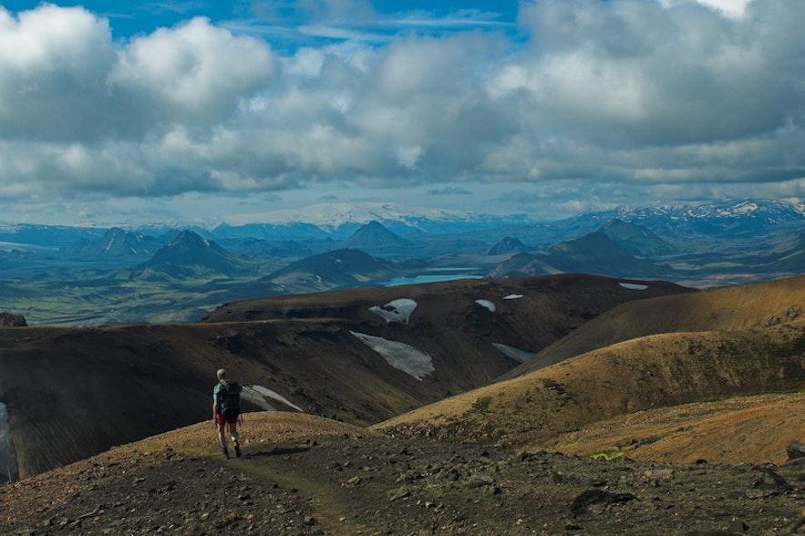 徒步到达内陆的火山口湖Ljótipollur