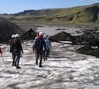南海岸の日帰りツアーに参加して、ソゥルヘイマヨークトル氷河の上を歩く楽しい体験が付く