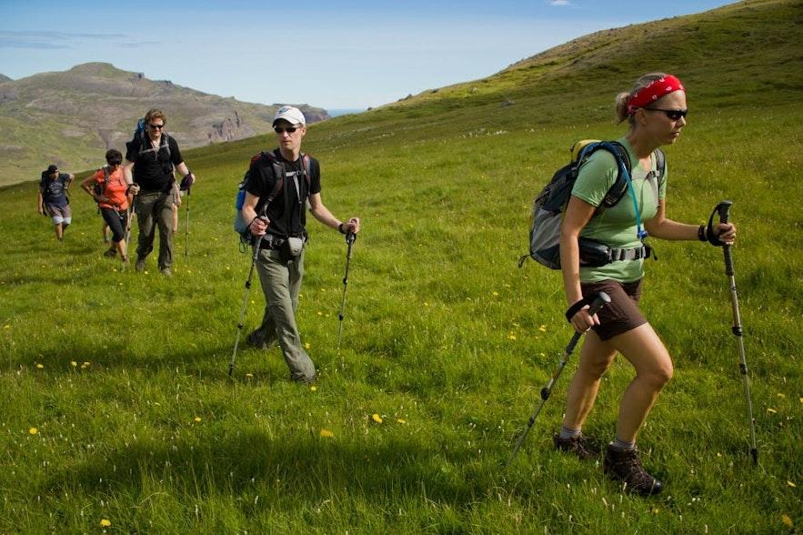 在冰岛徒步远足需要专业的装备