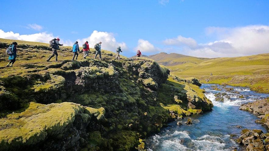 아이슬란드에는 셀 수 없이 많은 하이킹 트레일이 존재합니다.