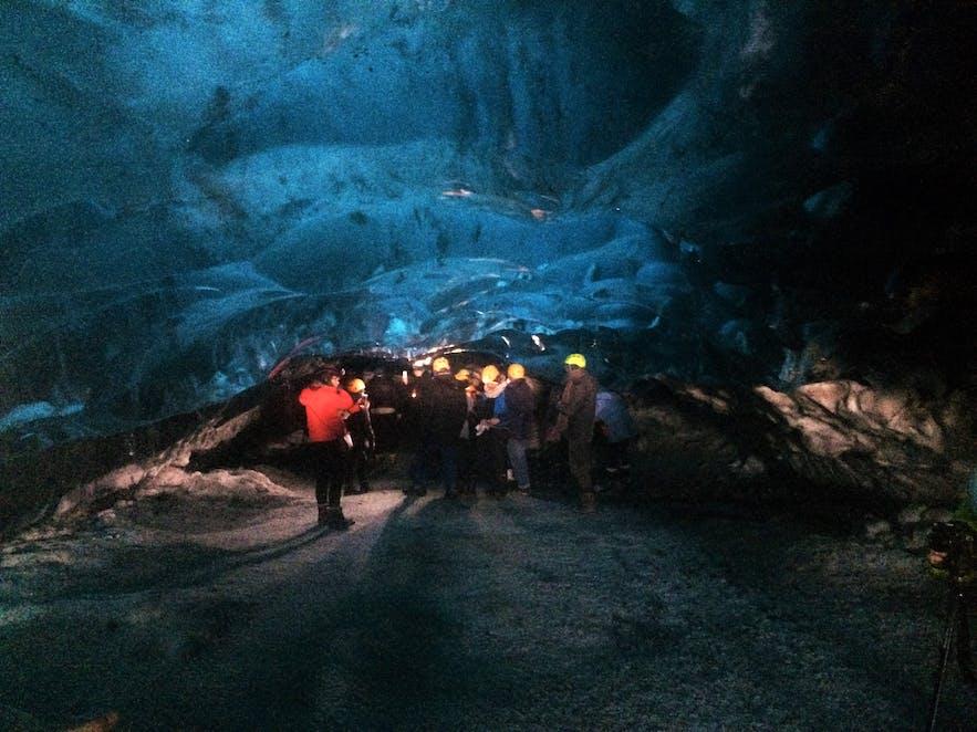 Gletscherhöhlen können einer Art Tunnel gleichen