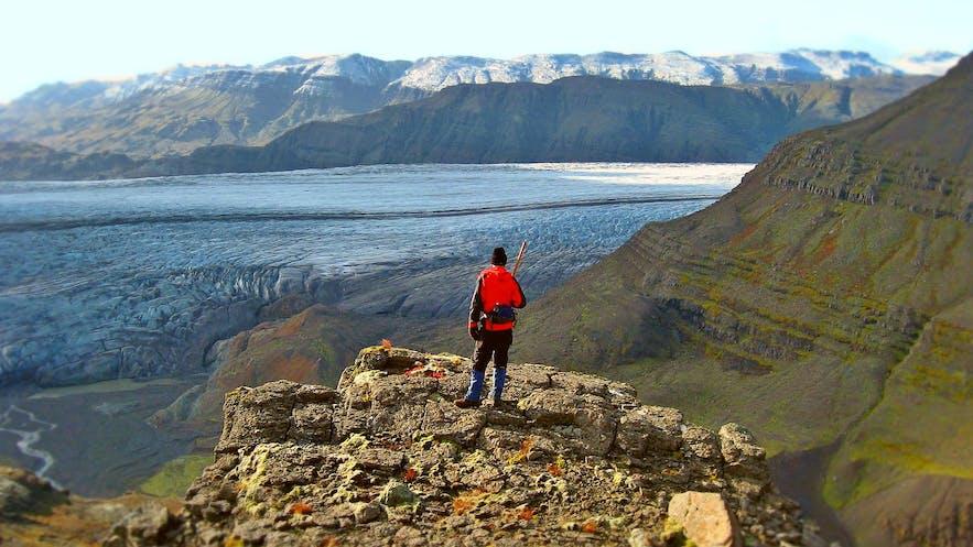 アイスランドでのハイキング