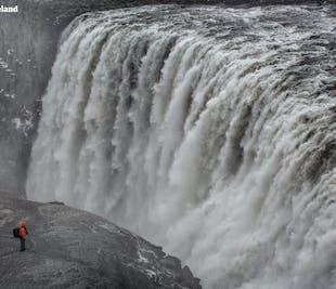アークレイリ発 冬のゴーザフォス、デティフォスの滝ツアー