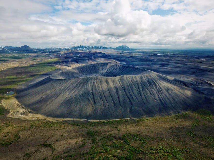 아이슬란드 북부 미바튼 호수 지역의 흐베르피욜 또는 흐베르펠 분화구