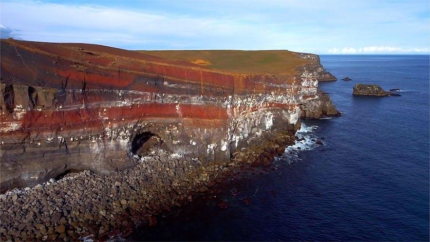 冰岛西南部雷克雅内斯半岛的Krýsuvíkurbjarg悬崖