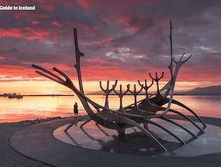 The Sun Voyager (Sólfar) to rzeźba Jóna Gunnara Árnasona.