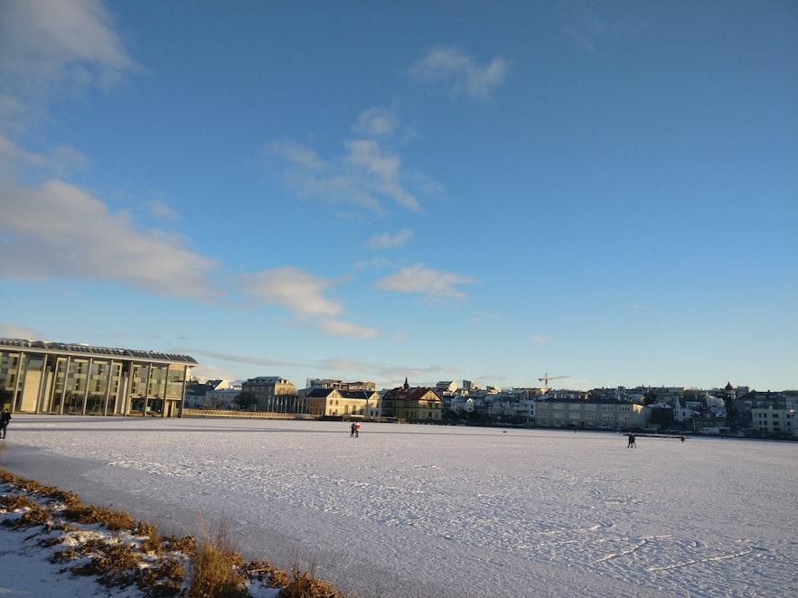 氷点下の中バス停に向かって歩くのは寒い
