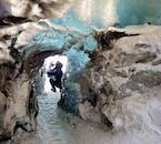 Au parc national Vatnajokull, vous visitez une grotte de glace naturelle