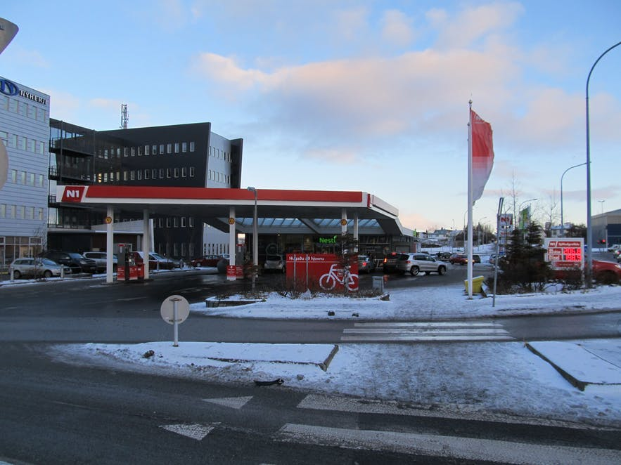 アイスランドのガソリンスタンドはサービスエリアと同じ役割を果たす