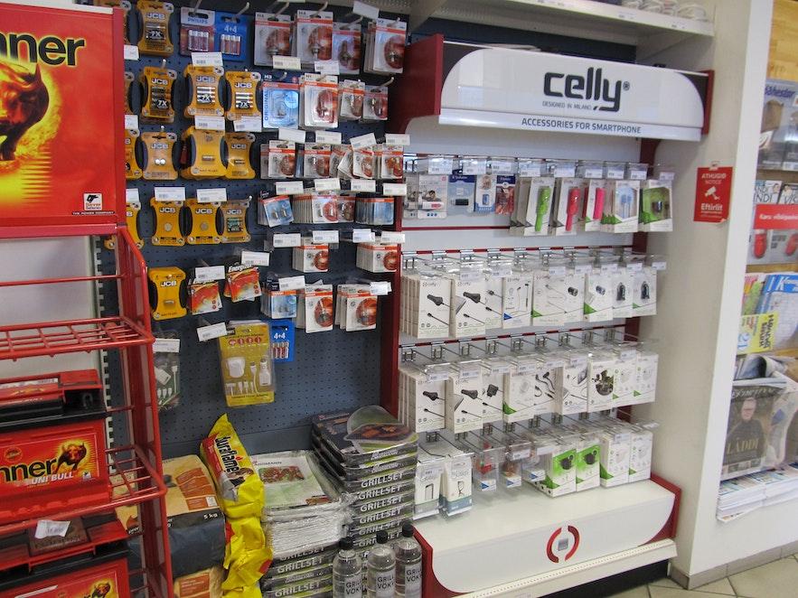 携帯の充電ケーブルや電池を買うのに便利なアイスランドのガソリンスタンド