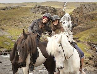 自然を楽しむ乗馬ツアー エイイルススタジル・東部フィヨルド