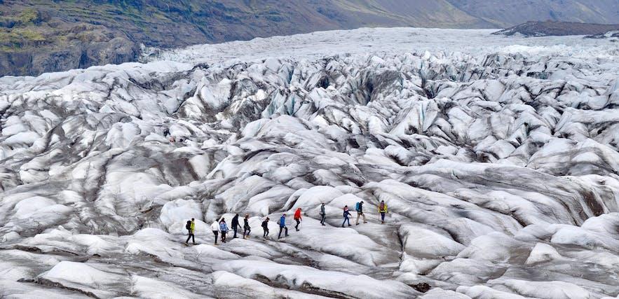 冰岛11月的冰川徒步