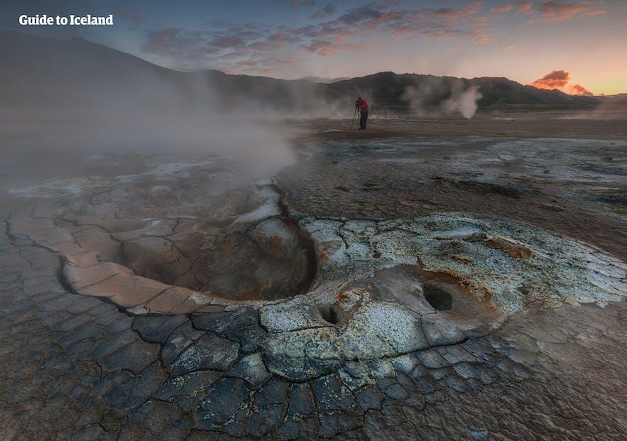冰岛米湖是一个巨大的地热区,简直不像地球的世界