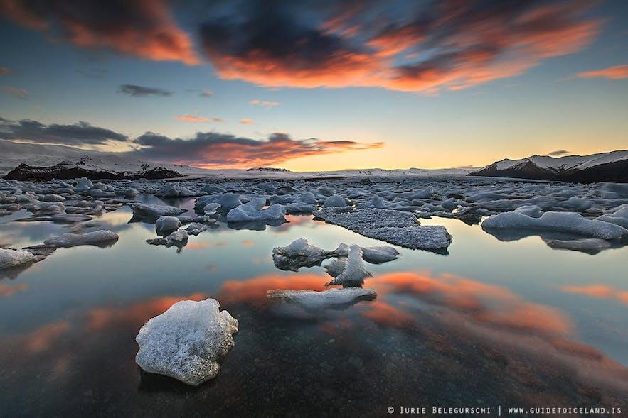 八月来冰岛,去杰古沙龙冰河湖可以参加一日游、多日游,有很多种旅行团可选
