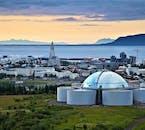 Wybierz się na wycieczkę helikopterem nad Reykjavikiem, żeby zobaczyć najważniejsze atrakcje stolicy z lotu ptaka.