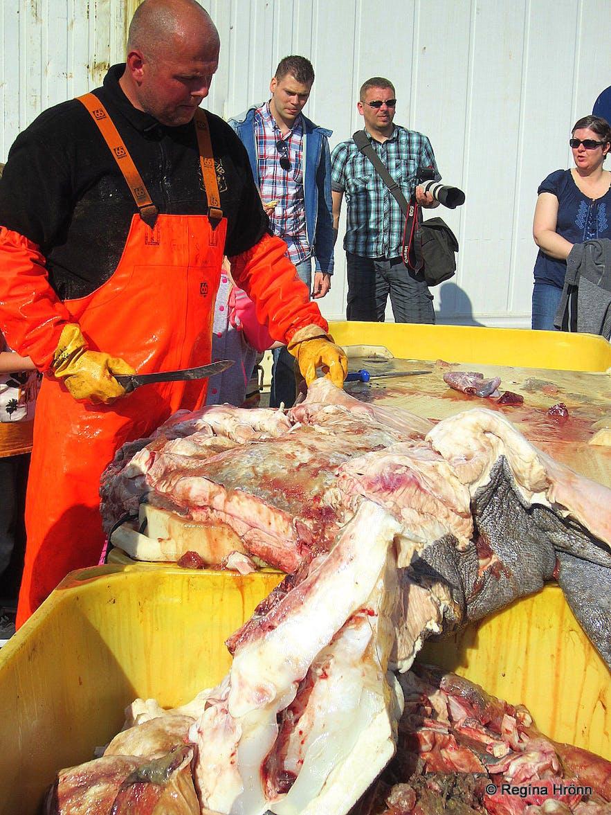 Fiskidagurinn mikli in Dalvík - cutting of the shark