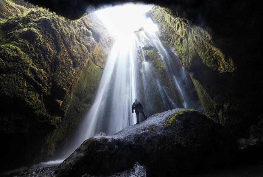 冰島秘密瀑布Gljúfrabúi