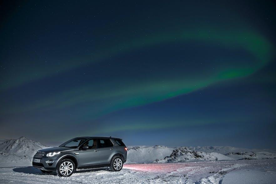 冬季在冰岛自驾追极光