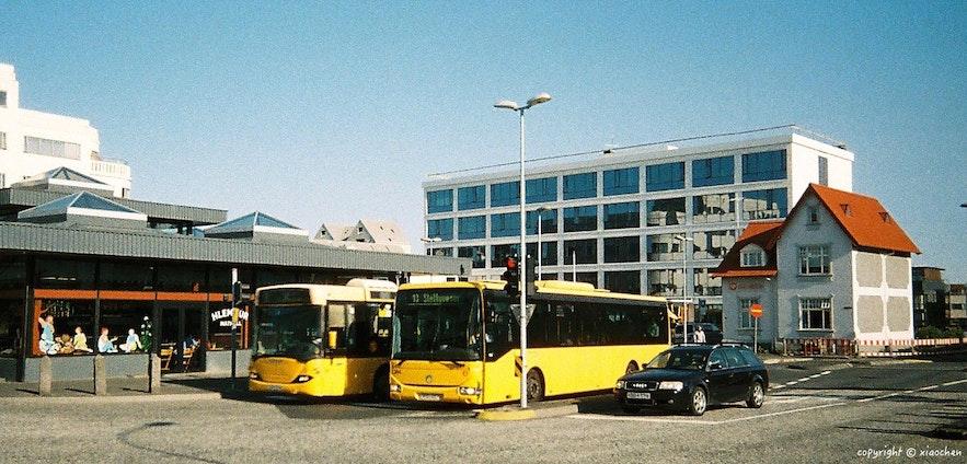 在冰岛搭乘公交车