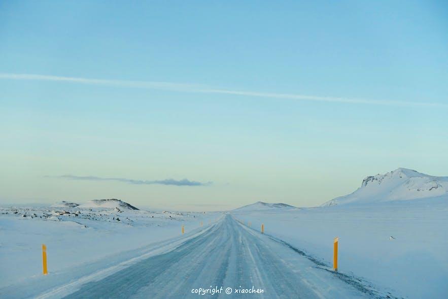 冰岛冬季的路况并不理想,最好的选择还是跟团