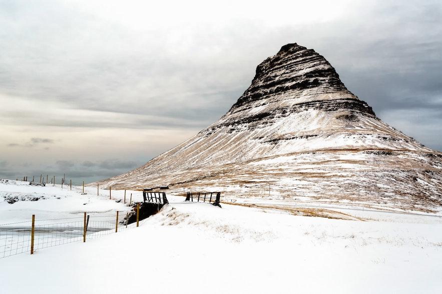 冬季冰島教堂山