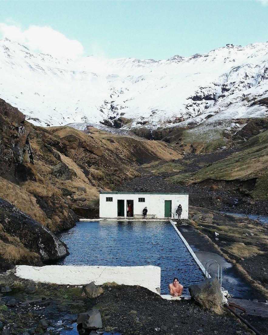 冰島山野游泳池