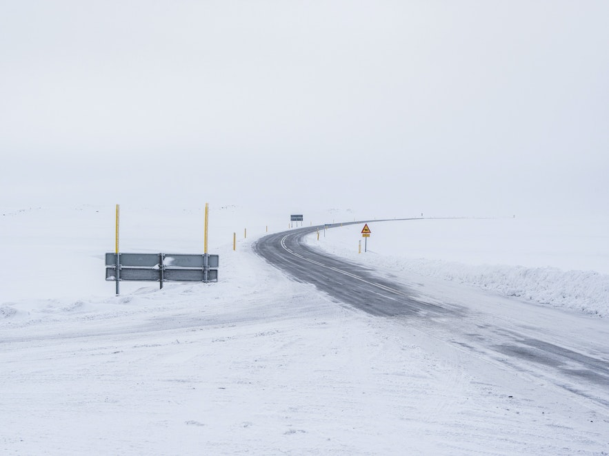 冰島三月路面
