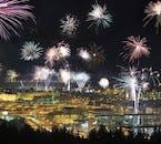 Die isländische Hauptstadt Reykjavík erlebt jedes Jahr ein explosives Ereignis, wenn die Einheimischen zu Silvester Unmengen an Feuerwerk in die Luft schießen.