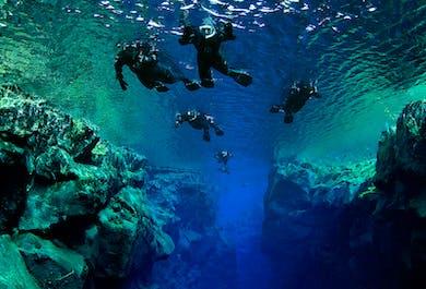 Snorkeling w szczelinie Silfra