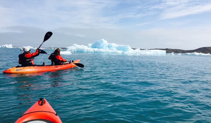 Doskonała 1,5-godzinna przygoda kajakowa z przewodnikiem po lagunie lodowcowej Jokulsarlon