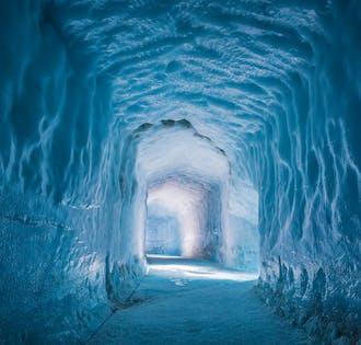 ทัวร์สโนว์โมบิล และ อุโมงน้ำแข็ง จากเมืองเรคยาวิก   เที่ยวชมภายใน และ บนธารน้ำแข็ง