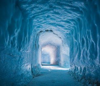 На леднике и внутри него | Тур с поездкой на снегоходах и посещением ледяного туннеля, стартующий из Рейкьявика