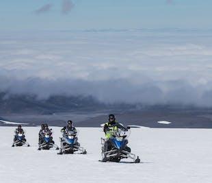 В сердце ледника   Катание на снегоходах и посещение ледяного туннеля   Тур из Рейкьявика