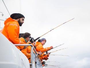 船に乗ってアイスランドで海釣りにチャレンジしてみよう!