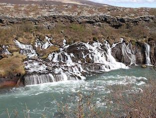 Tagestour zum Wasserfall Hraunfossar und Geothermalbad Krauma
