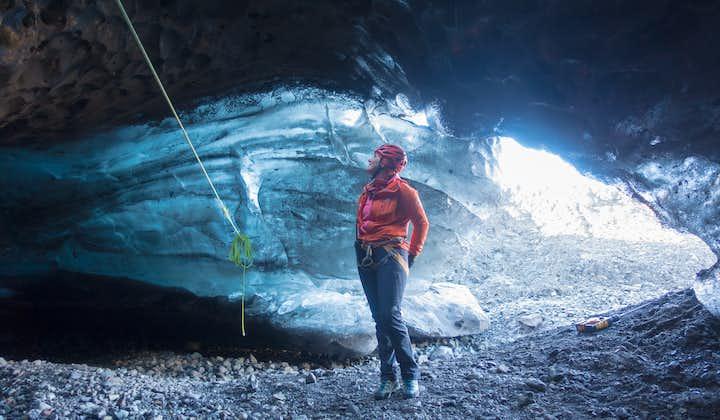 3,5-godzinna kombinacja jaskini lodowej i spaceru po lodowcu Vatnajokull z transferem ze Skaftafell