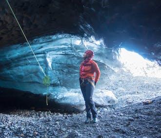 กลาเซียร์ และถ้ำน้ำแข็ง  เดินทางจากสกัฟตาเฟลล์