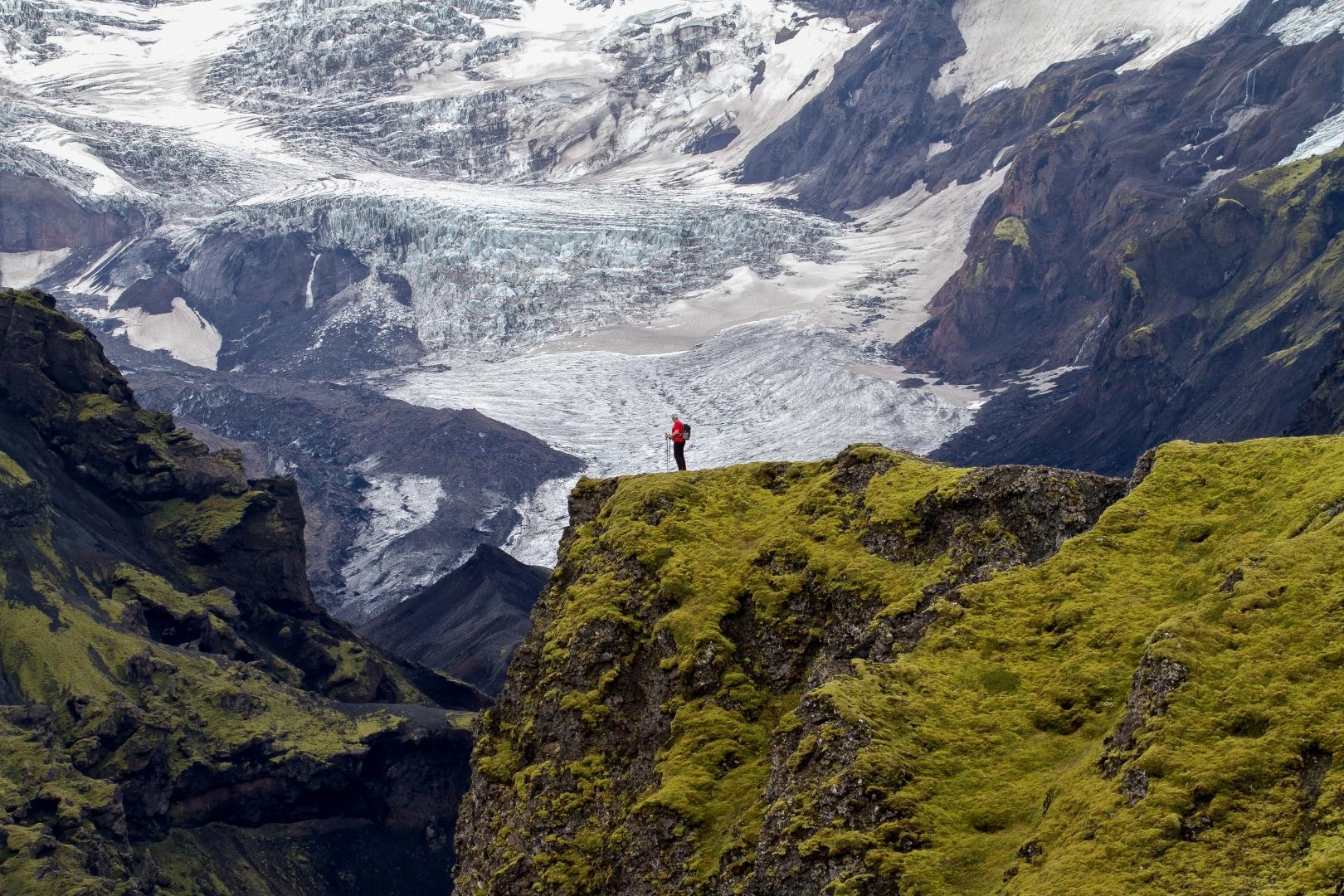 Auf dem Laugavegur Trail erwarten dich atemberaubende Ausblicke auf die Gletscher Vatnajökull, Mýrdalsjökull und Eyjafjallajökull.