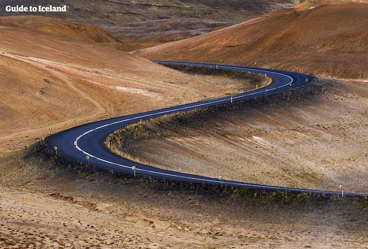北アイスランドで見られるくねくねとした道