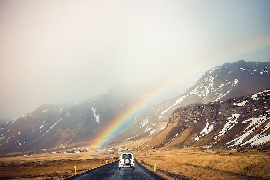 在冰岛最大的平台上租车自驾游