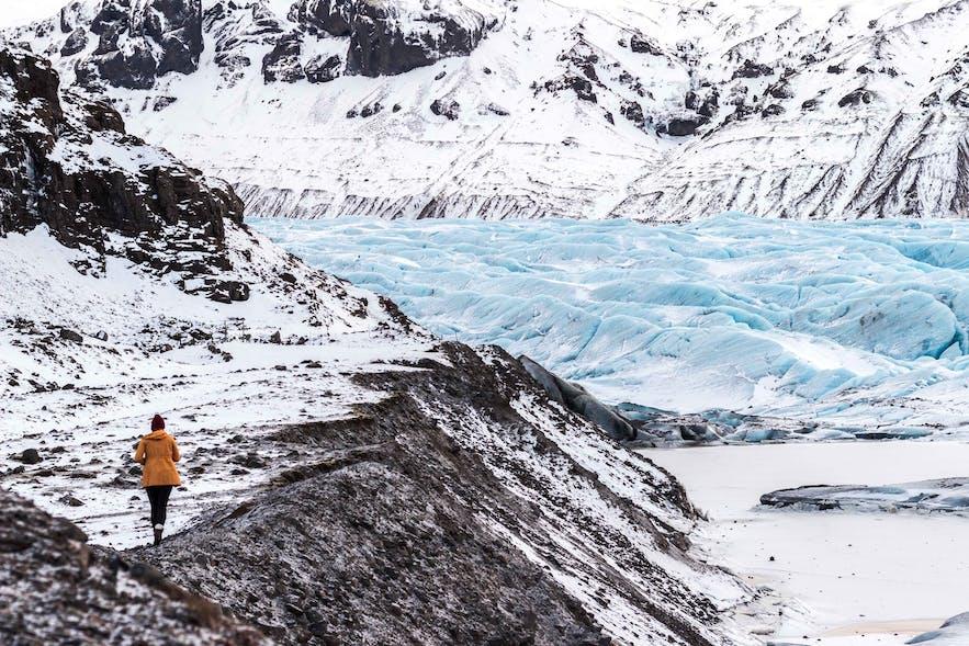 在冰岛需要穿着适合的衣服适应冰岛多变的天气